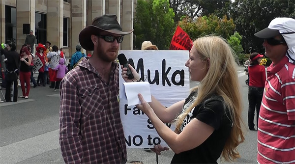 Leah Shanley talks to a farmer at the March Against Monsanto